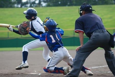 野球をしている画像