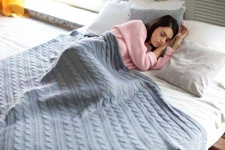 腰痛のときは横向き寝がおススメです