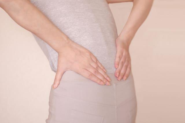 腰の痛い女性